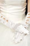 Teplá saténová plná prstová podzim vhodná bílá svatební rukavice