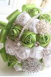 Nový ruční čerstvé ovoce zelená nevěsta drží květiny