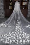 Velikost svatebního závoju lze přizpůsobit kombinací studených chic Chic