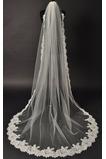 Okouzlující svatební závoj s látkovou látkou s hřebenem Chapelle Long