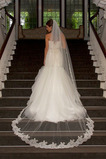 Svatební závoj s hřebenovou bílou krajkou Fabric Lace Mid-length
