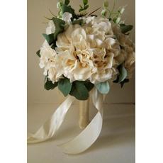 Nový 2017 drží květiny béžové šaty bílé ruku v ruce