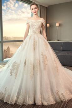 Krátký rukáv Krajka Rovné rameno Sál Lištování Svatební šaty