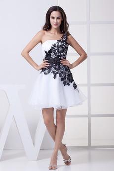52ae43ca53f Nákup na zakázku Bílá Koktejlové šaty z internetového obchodu - 1saty